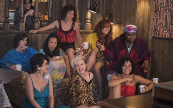 GLOW: Trailer e locandina della seconda stagione