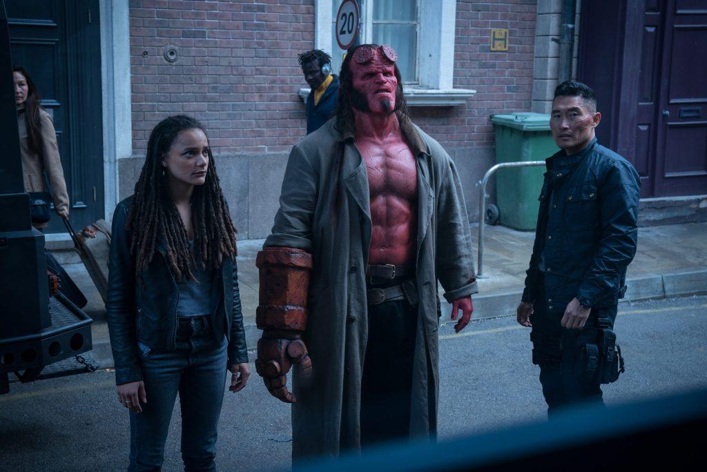 Hellboy insieme ai nuovi compagni presenti nella pellicola.